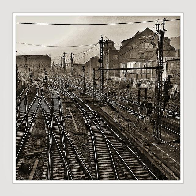 railway-tracks-66551_640