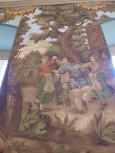 Die dargestellt ländlich-lebensfrohen Szenen veranschaulichen die weltliche Ausrichtung des Klosters. Christliche Symbolik, wie es eigentlich zu erwarten gewesen wäre, fehlt!