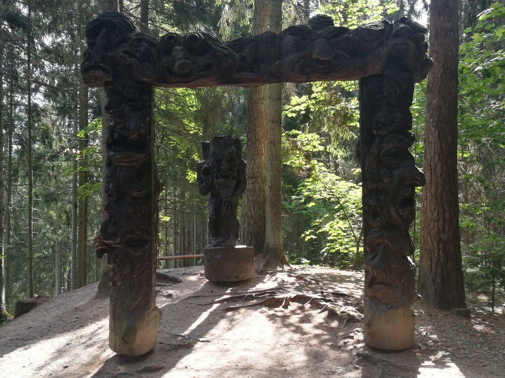 Das Tor zur Hölle, Hexenwald